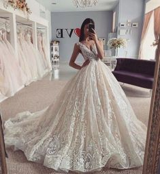 Best Wedding Dresses Lace Dresses Black Floral Bridesmaid Dresses Plus Size Special Occasion Dresses Gold Floral Dress Mother Of The Bride Outfits 2019 Ladies Wedding Guest Dresses Lace Bodycon Mini Dress Pretty Wedding Dresses, Princess Wedding Dresses, Bridal Dresses, Wedding Gowns, Lace Dresses, Lace Wedding, Bridesmaid Dresses Plus Size, Ball Gowns, Weddings