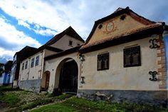 UNESCO World Heritage: Viscri – Deutsch-Weißkirch – Szászfehéregyháza Weekend Fun, Camping, 18th Century, Places To See, Countryside, Restoration, House Design, Mansions, Brasov Romania