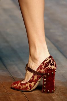 Dolce & Gabbana Fall 2014 Ready-to-Wear Collection - Vogue Pretty Shoes, Beautiful Shoes, Cute Shoes, Me Too Shoes, Dolce & Gabbana, Shoe Boots, Shoe Bag, Shoes Heels, Fashion Shoes