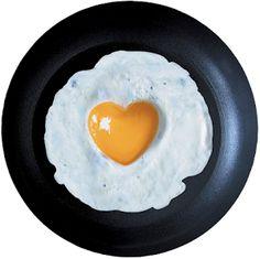 Estudios recientes han demostrado que el huevo es mucho más beneficioso de lo que tradicionalmente se ha dicho. En este post trataremos sus propiedades y acabaremos con algunos mitos. ¿Te lo vas a perder?