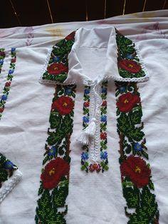 Cross Stitch, Costumes, Beads, Beading, Punto De Cruz, Dress Up Clothes, Seed Stitch, Fancy Dress, Cross Stitches