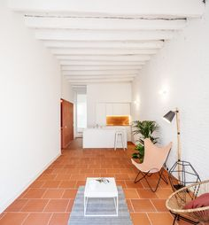 Exposed brickwork, vaulted ceilings and terracotta floor tiles feature throughout this renovated Barcelona apartment by Spanish architecture studio CRÜ. Canapé Design, Tile Design, House Design, Garden Design, Painted Brick Walls, White Brick Walls, Terra Cotta, Terracota Floor, Spanish Apartment