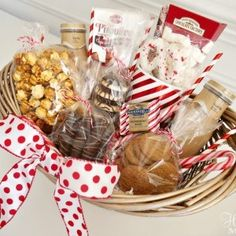 Check out these 19 DIY Christmas gift baskets that will make the perfect gift for this festive season! These DIY Christmas gift baskets are amazing! Family Gift Baskets, Best Gift Baskets, Food Gift Baskets, Gift Baskets For Women, Themed Gift Baskets, Raffle Baskets, Diy Christmas Baskets, Cute Christmas Gifts, Homemade Christmas Gifts