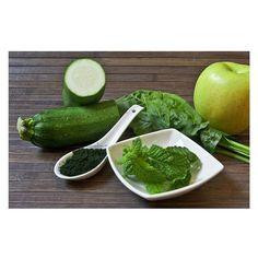 Otro zumo verde de @amebaverde para el blog! He de decir que este ha pasado a ser mi zumo favorito! Tenéis la receta aqui: www.ashtangayogaexperience.wordpress.com  #zumo #jugo #verde #zumoverde #green #juice #greenjuice #health #healthy #instafood #raw #apple #spirulina #mint #spinach #yummy #drink #summer #instajuice #greencolor #natural #calabacin #manzana #menta #espinacas #love