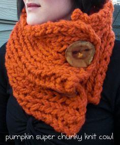 I love knitting scarves & cowls like this!