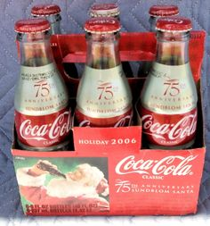 2006 Coca-Cola Six Pack Anniversary edition. Coca Cola Life, Coca Cola Ad, Always Coca Cola, World Of Coca Cola, Coca Cola Bottles, Hot Sauce Bottles, Coke Machine, Coca Cola Christmas, Soda Brands