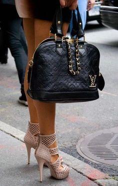 I like the bag...good style...