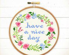 Hello Floral Wreath 8'' Modern Cross Stitch von VelvetPonyDesign