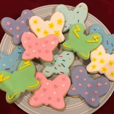 Butterbean's Cafe inspired cookies! I wasn't familiar with this show but I tried to represent the characters with their signature patterns… Baking Birthday Parties, Baking Party, 3rd Birthday Parties, Birthday Ideas, Plant Wedding Favors, Fairy Tea Parties, Rion, Butter Beans, Butterfly Party