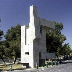 Escultura de hormigón de 8 metros de altura- Ángel Mateo