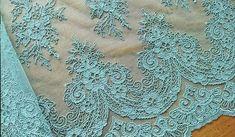 Cómo aplicar tul bordado en una sola pieza – Topickr Neck Designs For Suits, Clothing Patterns, Wedding Jewelry, Marie, Sewing Projects, Artwork, Diy, Color, Patchwork Ideas