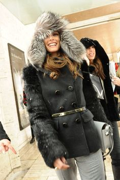 Olivia Palermo Photos - Olivia Palermo beats the bad winter weather with a fur lined hat and black jacket at a New York Fashion Week event. - Olivia Palermo Wears a Funky Hat to Fashion Week Olivia Palermo Fur, Estilo Olivia Palermo, Olivia Palermo Lookbook, Winter Wear, Autumn Winter Fashion, Winter Snow, Winter Time, Funky Hats, Poppy Delevingne