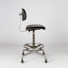Operational Stool by Charles Eames Chair Design, Furniture Design, Happy At Work, The Right Stuff, Charles & Ray Eames, Vintage Designs, Creme, Mid-century Modern, Stool