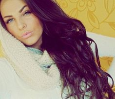 dark hair with purple tint. This is thee exact color I want! <3
