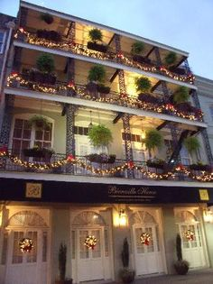 the Bienville House Hotel in NOLA decorated for the holidays