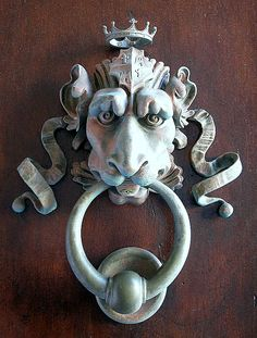 23 Unique Door Knockers Ideas for Your Favourite Home - Antique Door Knockers, Door Knockers Unique, Door Knobs And Knockers, Knobs And Handles, Door Handles, Cool Doors, Unique Doors, Porte Cochere, Door Detail