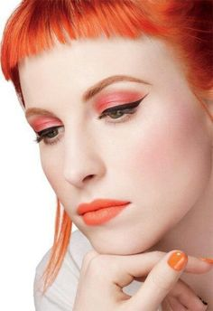 Hayley Williams isn't afraid to use bright colours in her make up! #redheads