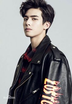 Song Wei Long Boy Models, Male Models, Korean Men Hairstyle, Asian Male Model, Song Wei Long, Human Poses Reference, Chinese Model, Cute Celebrities, Boy Hairstyles