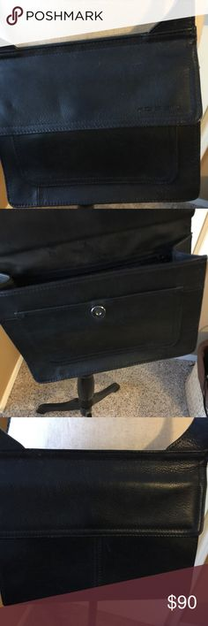 """Fossil Black Leather Crossbody EUC Fossil Crossbody Black Leather. Each side has a flap that lifts for storage. One side has places for cards and ID, other side for your essentials. The purse had storage on each side. 7 1/2"""" long 8 1/2 wide 3"""" width at bottom Fossil Bags Crossbody Bags"""