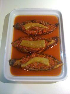 KARNIYARIK(atak hariç)    malzemeler:  -3 kemer patlıcan  -100 gryağsız kıyma  -1 soğan  -yarım bardak domates rendesi  -2 kaşık salça  -maydanoz  -tuz  -karabiber