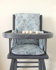 Coussin de chaise haute en Liberty enduit Demeure des Anges Bb, Messages, Chair, Furniture, Home Decor, Cement Render, Angels, Home, Decoration Home