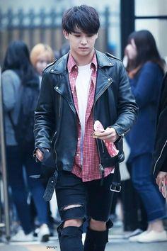 Im hyunsik Airport Fashion Hyunsik Btob, Yook Sungjae, Minhyuk, Korean Men, Asian Men, Korean Idols, Im Hyun Sik, Airport Style, Airport Fashion