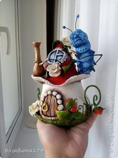 Fairy house glass jar with worm from Alice in Wonderland. Polymer Clay Fairy, Polymer Clay Projects, Polymer Clay Creations, Diy Clay, Clay Fairy House, Fairy Houses, Fairy Crafts, Diy And Crafts, Clay Fairies