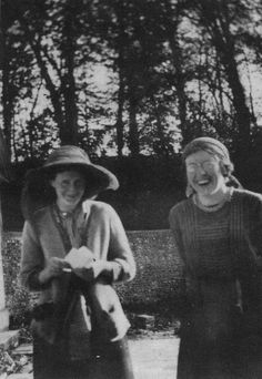 Virginia Woolf and Katherine Cox at Asheham in 1914. #virginiawoolf