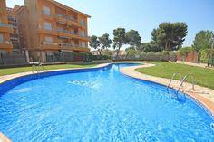 Bekijk deze fantastische advertentie op Airbnb: Flat next to the beach witt pool in L'Escala