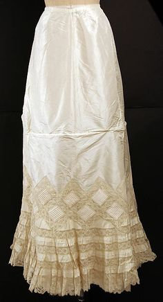 Petticoat Department Store: Bon Marché (French, founded ca. 1852) Date: ca. 1902 Culture: French Medium: silk, cotton
