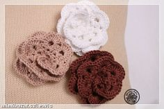 HÁČKOVANÁ KYTIČKA Crochet Flowers, Mittens, Diy And Crafts, Baby Shoes, Quilts, Cards, Clothes, Amigurumi, Fingerless Mitts
