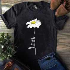 60 Super Ideas For How To Style Sweatshirts T Shirts Hand Painted Dress, Painted Clothes, Cute Tshirts, Cool T Shirts, Tee Shirts, Shirt Print Design, Shirt Designs, T Shirt Painting, Geile T-shirts