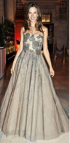 Who made Alessandra Ambrósio's strapless gown and jewelry that she wore in New York? Dress – Valentino  Jewelry – H. Stern