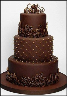 What a lovely chocolate and gold three-tier cake! This is perfect for weddings. It looks simple but it sure is sophisticated. The chocolate tone makes it l Gorgeous Cakes, Pretty Cakes, Amazing Cakes, Round Wedding Cakes, Cake Wedding, Wedding Bands, Bolo Cake, Tier Cake, Cake Wrecks