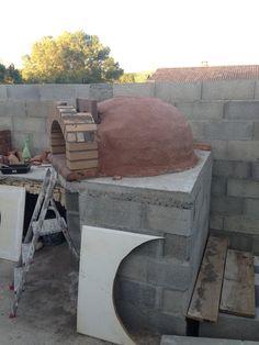 Construction du Four à pain/pizza - Mon four à pain en briques réfractaires Churros, Pain Pizza, Four A Pizza, Construction, Barbecue, Recycling, Pizza Ovens, Wood Burning, Outdoor Decor