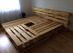 52 Amazing Pallet Bedroom Design Ideas is part of diy-home-decor - Wood pallet bedroom furniture ideas are surely among the most bedroom decoration that you will see today Pallet wood floors […] Wooden Pallet Beds, Pallet Bed Frames, Diy Pallet Bed, Diy Pallet Furniture, Diy Pallet Projects, Pallet Ideas, Furniture Ideas, Furniture Removal, Pallet Wood
