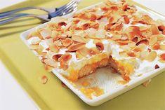 Tropische mangotiramisu Mango Desserts, Delicious Desserts, Dutch Recipes, Sweet Recipes, Healthy Sweet Snacks, Eat Healthy, Tiramisu Recipe, Getting Hungry, Good Food