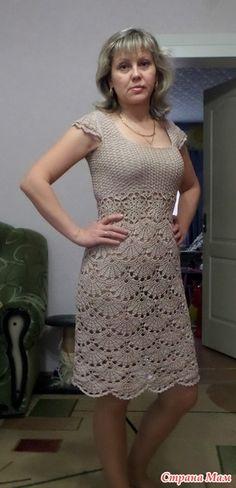 Ну хвастаться так хвастаться помимо комплектика для малявы вот этого http://www.stranamam.ru/ связалось у меня платье веерами, всё никак руки не доходили сфоткаться, сегодня предусматривалась у нас