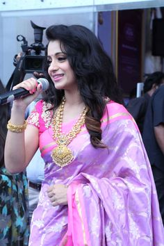 awesome Trisha launches NAC jewellers at Kanchipuram branch