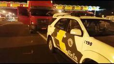 TOR recupera caminhão clonado na Castelo Branco -   O TOR da Polícia Rodoviária recuperouna noite desta sexta-feira, 14, um caminhão clonado na Rodovia Castelo Branco, Itatinga. Durante fiscalização pela praça de pedágio de Itatinga, policiais militares rodoviários do Tático Ostensivo Rodoviário-TOR abordaram um caminhão que mostrava - http://acontecebotucatu.com.br/regiao/tor-recupera-caminhao-clonado-na-castelo-branco/