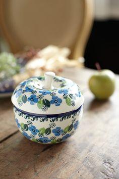 Bunzlau Castle || Collectors #Polishpottery #pottery #tableware #home #bunzlau #BunzlauCastle #Stoneware #Bluekitchen #polishblue #Bunzlauservies #kitchen #textile #coffee #tea #teatime #dinner #blue #Birthday #presents #crystal Bunzlau Castle apple pot / Verveine