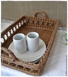 Openwork tray for table layout Paper Furniture, Wicker Furniture, Home Decor Furniture, Newspaper Basket, Newspaper Crafts, Cane Baskets, Baskets On Wall, Willow Weaving, Basket Weaving