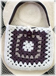 a fun two day crochet project-- 2 square bag http://peacefullyknitting.com/2012/04/07/how-about-a-fun-two-day-crochet-project/