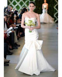 Chic, classy trumpet wedding dress by Oscar de la Renta Dressy Dresses, Strapless Dress Formal, Prom Dress, Perfect Wedding Dress, One Shoulder Wedding Dress, Martha Stewart, White Wedding Gowns, White Weddings, Greek Wedding