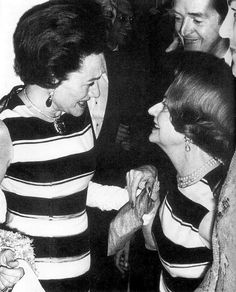 Wallis (The Duchess of Windsor )talking with Baroness de Rédes during a Party in Paris.September 1966.