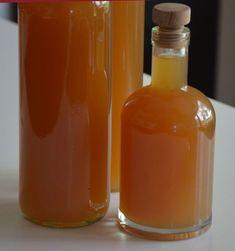 Ik heb deze appellikeur gemaakt door appelsap te maken met een slowjuicer maar u kunt ook een sapcentrifuge gebruiken. Dit recept resulteert in ongeveer 3 liter appellikeur die we in een beugelpot van 3 liter hebben laten trekken.