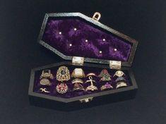 Coffin box, Deluxe coffin ring box