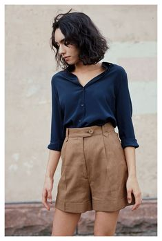 Short Outfits, Stylish Outfits, Summer Outfits, Navy Shorts Outfit, Look Fashion, Fashion Outfits, Tailored Shorts, Linen Shorts, Looks Vintage