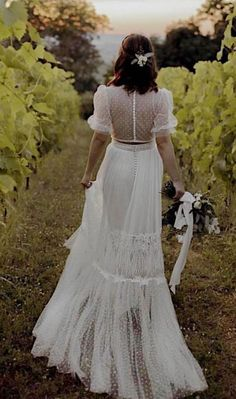 A gorgeous wedding dress is a must-have for the day. Finding stunning wedding dresses to choose from is so much more involved than a. Western Wedding Dresses, Stunning Wedding Dresses, Bridal Wedding Dresses, Colored Wedding Dresses, Dream Wedding Dresses, 70s Wedding Dress, Bridesmaid Dresses, Prom Dresses, Wedding Dress Mermaid Lace