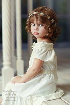 New children photography girls child models sweets Ideas Precious Children, Beautiful Children, Beautiful Babies, Beautiful Flowers, Flower Girls, Flower Girl Dresses, Cute Little Girls, Cute Kids, Image Couple